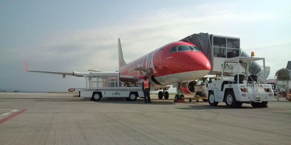 赤い機体のようです