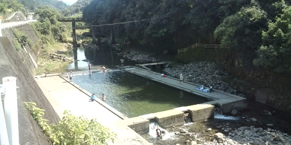 さっそく川へ